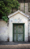 Porta colonial tailandesa antiga da entrada do estilo Foto de Stock