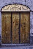 Porta colonial velha com metal Imagem de Stock