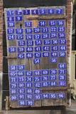 Porta com números de casa Fotos de Stock
