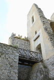 Porta com a ponte à maioria de área protegida no castelo Fotos de Stock Royalty Free