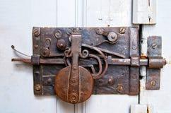 Porta con il chiavistello senza molla di scatto fotografie stock libere da diritti