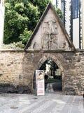 Porta cubista do cargo da lâmpada, entrada a um restaurante checo famoso dentro Foto de Stock Royalty Free
