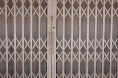 Porta d'acciaio grigia Fotografie Stock Libere da Diritti