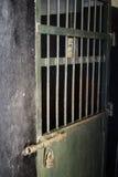 Porta d'acciaio in prigione Immagine Stock