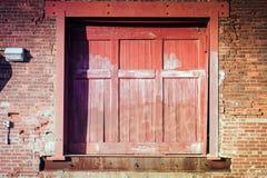 Porta d'annata rossa Fotografie Stock
