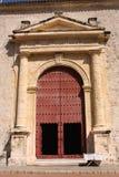 Porta da catedral. Cartagena de Indias. Colômbia imagens de stock royalty free