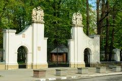 A porta da cidade ucraniana encantador de Ivano-Frankivsk ucrânia imagens de stock royalty free