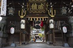 Porta da entrada ao santuário do ninja de Kushida em Fukuoka, Kyushu do norte, Japão imagem de stock royalty free