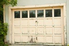 Porta da garagem Imagens de Stock Royalty Free