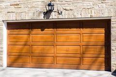 Porta da garagem fotografia de stock