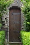 Porta da igreja Católica medieval foto de stock royalty free