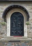A porta da igreja com a imagem de Saint Fotos de Stock Royalty Free