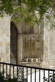 Porta da igreja de San Miguel, Brihuega, Espanha fotografia de stock royalty free