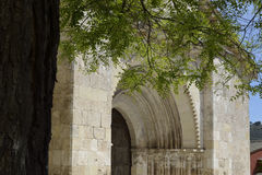 Porta da igreja de San Miguel, Brihuega, Espanha imagem de stock royalty free