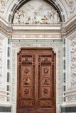 Porta da igreja de Santa Croce, Firenze, Italia Imagem de Stock
