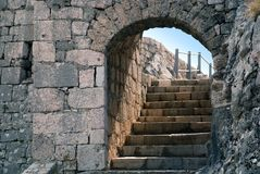 Porta da pedra da fortaleza de Knin e escadas - Croatia Imagens de Stock