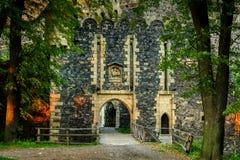Porta da pedra no castelo Imagens de Stock Royalty Free