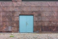 Porta da resistência de fogo e parede de aço do granito, conceito do negócio foto de stock