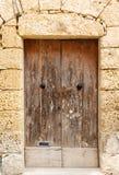Porta da rua de madeira à casa imagem de stock royalty free
