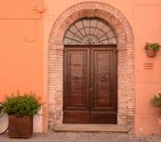 Porta da rua mediterrânea Imagens de Stock