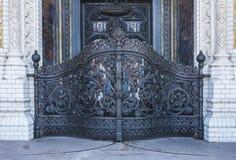 Porta da rua Porta santamente Na entrada à catedral de São Nicolau Kronshtadt St Petersburg Federação Russa imagem de stock royalty free
