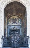 Porta da rua Porta santamente Na entrada à catedral de São Nicolau Kronshtadt St Petersburg Federação Russa fotos de stock royalty free