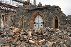 A porta da rua todo esse permanece da igreja após Christchurch Earthqu Fotografia de Stock Royalty Free