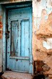 Porta da rua velha de um ho tradicional grego da vila Imagens de Stock Royalty Free