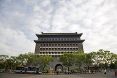 A porta da rua ZhengYangMen Imagens de Stock