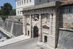 A porta da terra em Zadar, Croácia Fotografia de Stock Royalty Free