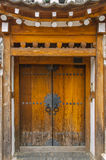 A porta da vila. fotografia de stock royalty free