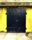 Porta de aço fechado Fotografia de Stock