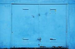 Porta de aço velha da garagem Fotografia de Stock Royalty Free