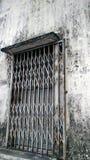 Porta de aço velha em Malásia fotografia de stock royalty free