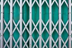 Porta de aço verde do obturador foto de stock