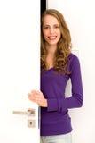 Porta de abertura da mulher Fotografia de Stock Royalty Free
