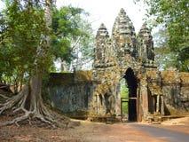 Porta de Angkor Thom em cambodia Foto de Stock