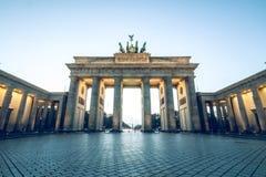 Porta de Brandemburgo sem pessoas um céu azul fotografia de stock