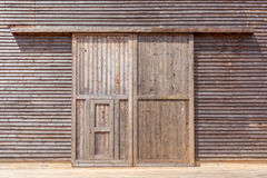 Porta de celeiro de madeira imagens de stock royalty free