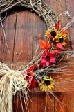 Porta de celeiro do outono - close up fotografia de stock royalty free