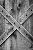 Porta de celeiro velha (BW) Imagens de Stock Royalty Free