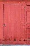 Porta de celeiro velha de Grungee fotografia de stock royalty free