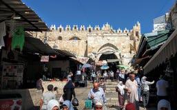 Porta de Damasco e mercado do árabe Foto de Stock