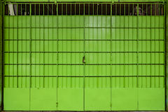 Porta de dobramento do metal verde Fotografia de Stock