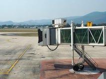 Porta de embarque ou jetway terminal no aeroporto Fotografia de Stock