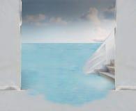 Porta de entrada branca da construção no oceano Imagens de Stock