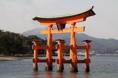 Porta de flutuação do santuário de Itsukushima Imagens de Stock Royalty Free