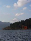 Porta de Japão Hakone Mt Fuji & de Tori fotos de stock