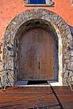 Porta de madeira cinzelada encantadora fotos de stock royalty free