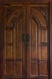 Porta de madeira clássica Fotos de Stock Royalty Free